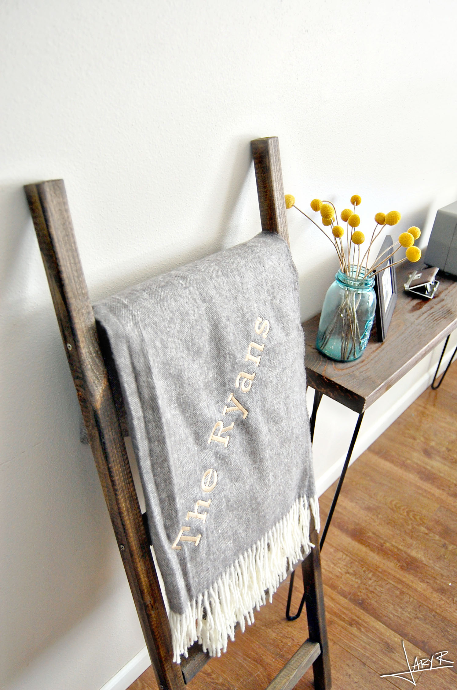 Blanket Ladder DIY - Tiny Prints Blanket
